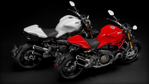 M-1200S_2014_Studio_W-R_Combo02_1920x1080.mediagallery_output_image_[1920x1080].jpg